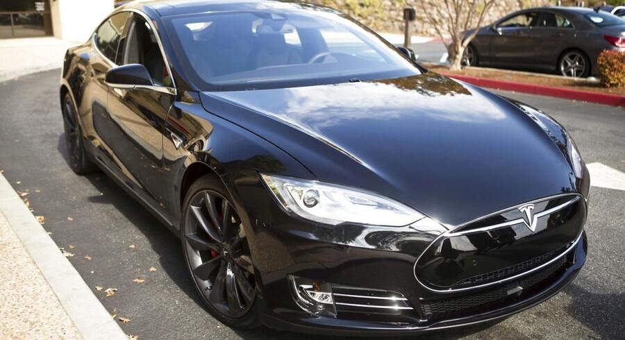 Tirsdag: Tesla er ét af de bilmærker, der er ramt hårdest af afgiftsstigningerne på elbiler. Virksomheden har endnu ikke solgt en eneste bil i Danmark i år. Vi er kommet for at blive, siger Teslas talsperson.