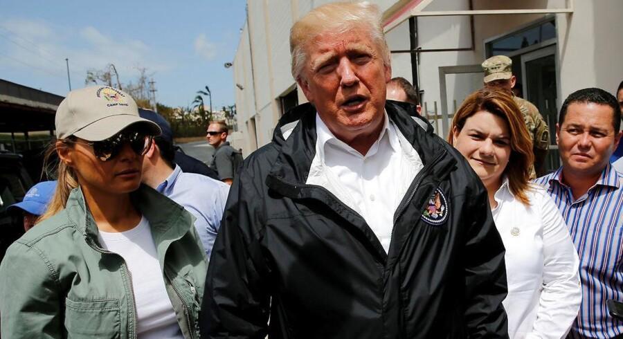 USAs præsident Donald Trump og førstedame Melania Trump besøger Puerto Rico 3. oktober 2017. REUTERS/Jonathan Ernst