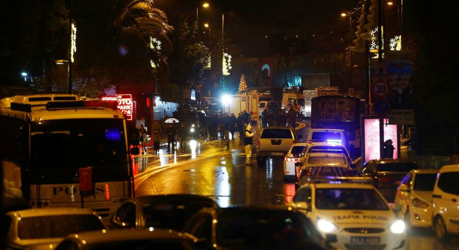 Police forensic experts examine an area near an Istanbul nightclub, following a gun attack, Turkey, January 1, 2017. REUTERS/Osman Orsal