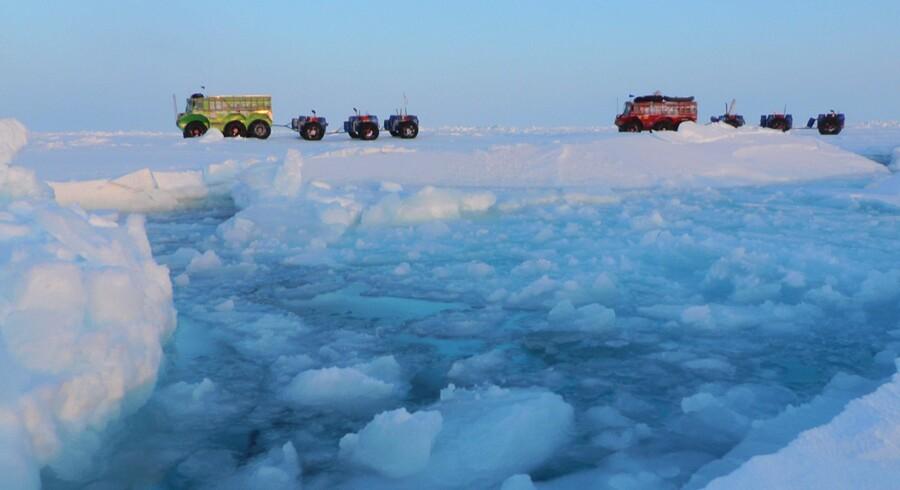 Rusland og de øvrige arktiske nationer, herunder Danmark, har en fælles interesse i at holde Arktis fri for konflikter. Området er nemlig rig på bl.a. olie- og gasressourcer, og ifølge chefen for Forsvarsakademiet, kontreadmiral Nils Wang, er det en af grundene til, at Rusland farer med lempe, når det gælder konflikter i Arktisk. » Jeg kan slet ikke se, hvordan Rusland kan finansiere sin fremtid som stormagt, hvis ikke de kan kapitalisere sine ressourcer i Arktis,« siger han. Foto: AFP/Affanassi Makovnev