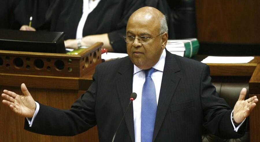 Pravis Gordhan kan atter genindtage finansministerkontoret i Sydafrika. Han afløser David van Rooyen, der blot fik fire dage på posten.