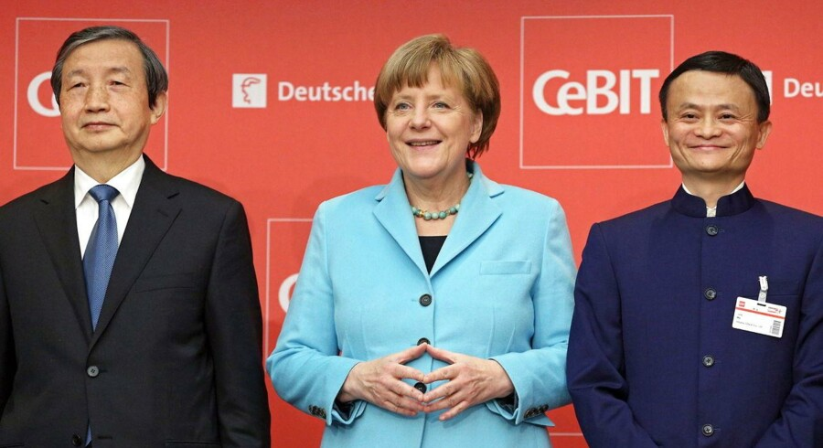 Den tyske forbundskansler Angela Merkel (i midten) talte for et større IT-samarbejde med Kina, da hun søndag åbnede CeBIT-messen i Hannover, her sammen med den kinesiske vicepræsident Ma Kai (til venstre) og stifter af og topchef for den kinesiske e-handelsgigant Alibaba, Jack Ma. Foto: Christian Charisius, EPA/Scanpix