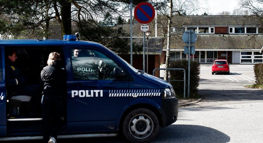 Skudepisode i Vordingborg. Onsdag aften den 6. april 2016, blev adskillige skud affyret mod en tilfældig bil på en skole i Vordingborg.