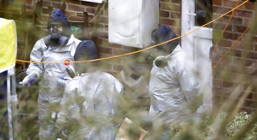 Efterforskere undersøger Sergei Skripals hus i Salisbury den 22. marts 2018.