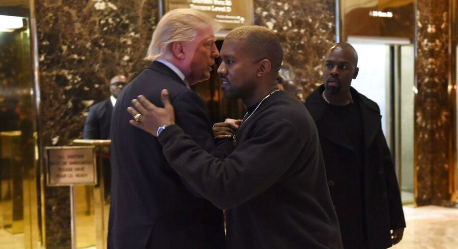 Popkunstneren Kanye West under mødet med USAs på det tidspunkt kommende præsident, Donald Trump, i december 2016 i Trump Tower i New York.