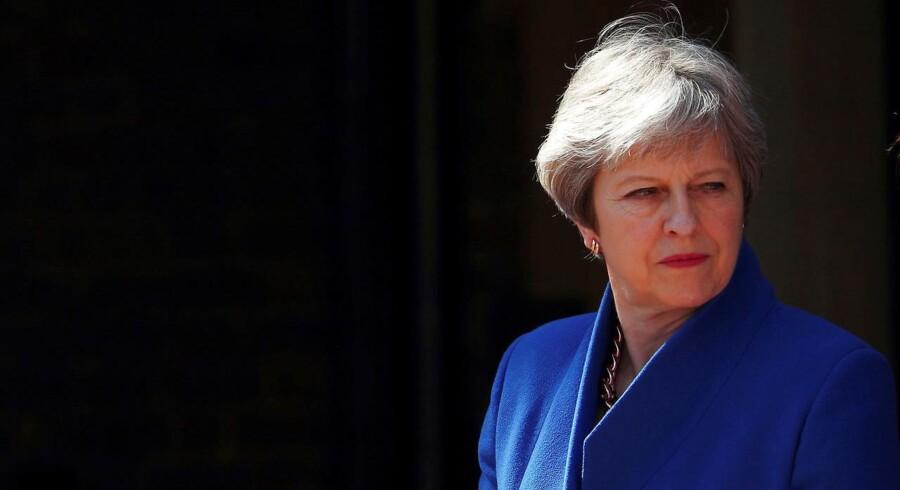 EU har afvist Theresa Mays forslag om en hård grænse mellem Irland og Nordirland.