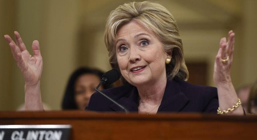 Hillary Clinton under torsdagens høring.