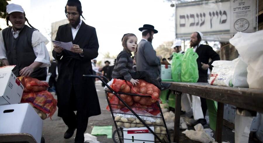 Ortodokse jøder i Jerusalems Meah Shearim kvarter forbereder sig på den årlige Pessah-højtid.