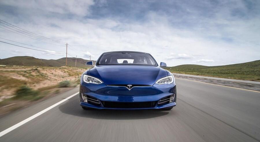 Teslas Autopilot-system, der kan assistere en chauffør med at køre bilen, er netop blevet frikendt efter en meget omdiskuteret dødsulykke i Florida.