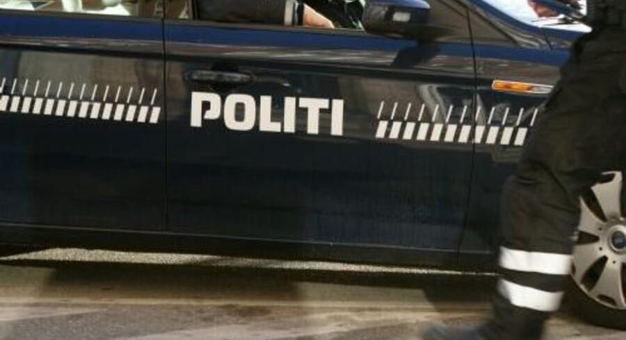 Politiet leder efter tre mænd, der blev set køre væk i en sort bil af mærket VW Touran i Hvidovre sent torsdag aften. Vestegnens Politi efterlyser nu vidner. Arkivfoto. Free/Colourbox