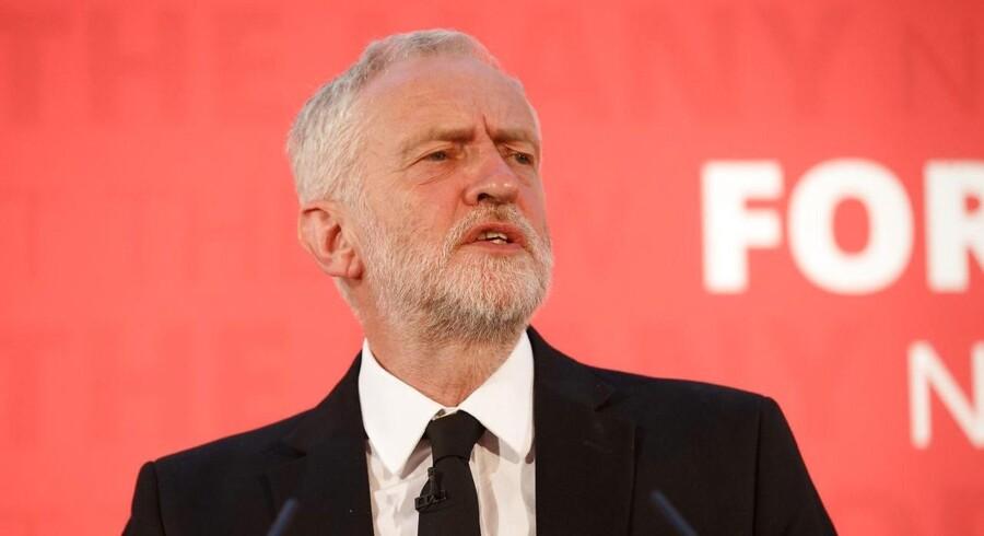 Den konservative leder beskar britisk politistyrke med 20.000. Sag aktualiseres af London-angreb.