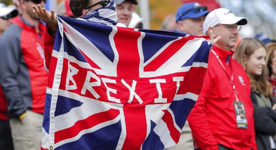 Da briterne gik til stemmeurnerne og begærede skilsmisse fra Den Europæiske Union, kostede 100 britiske pund næsten 980 danske kroner. I dag kan samme mængde erhverves for omtrent 825 kroner uden kurstillæg og kommission.