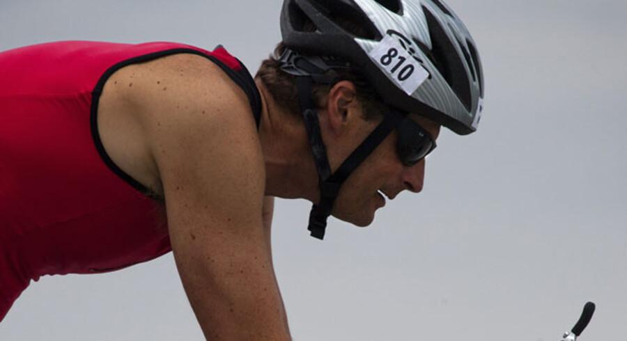 Knald på. En triatlonudøver trænede i går ved Amager Strandpark. Stadig flere »almindelige« danskere presser sig selv til ekstremeidrætspræstationer.