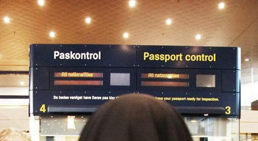 Politiet i lufthavnen i Kastrup kontrollerer ikke indrejsende, selv om betjentene har en mistanke om, at personerne er illegale indvandrere. Det skriver Politiforbundets eget fagblad, Dansk Politi. Arkivfoto.
