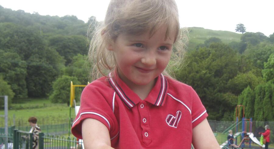 PRIVATFOTO. Den femårige April Jones har været forsvundet siden mandag.