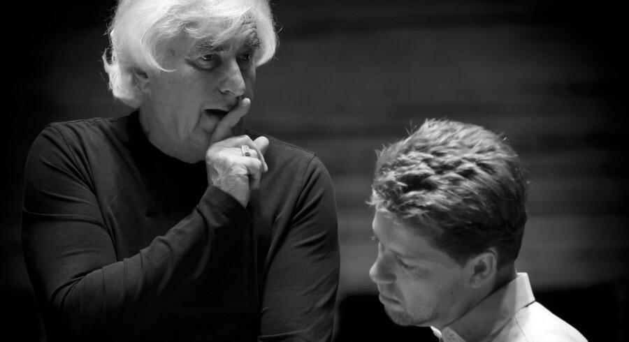 DR Koncerthusets stjerner de seneste dage har været dirigenten Dmitrij Kitajenko (tv.) og violinvirtuosen Julian Rachlin – her under en prøve i onsdags.