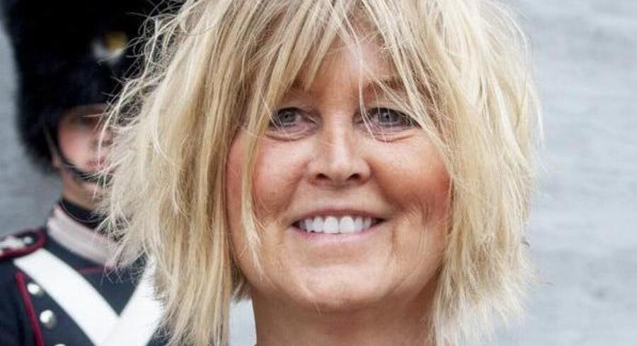 En afdelingschef i Rigspolitiets Koncernservice, Bettina Jensen, sikrede to tidligere kolleger konsulentopgaver for mere end 20 millioner kroner på bare tre år. Aftalerne blev indgået, uden at andre fik lov at byde på opgaverne.
