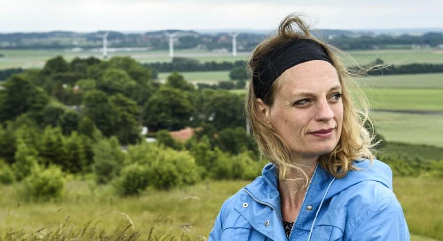 Charlotte Weitze i sit miljø i og omkring sit hjem i Vallekilde i Odsherred