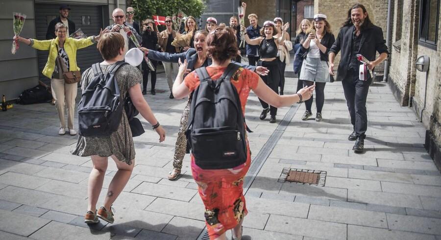 Iben og Astrid Stauning Prewett er tvillingesøstre og blev studenter 21. juni 2016: Astrid og Iben har begge to fået 4 og er lykkelige over endelige at være studenter