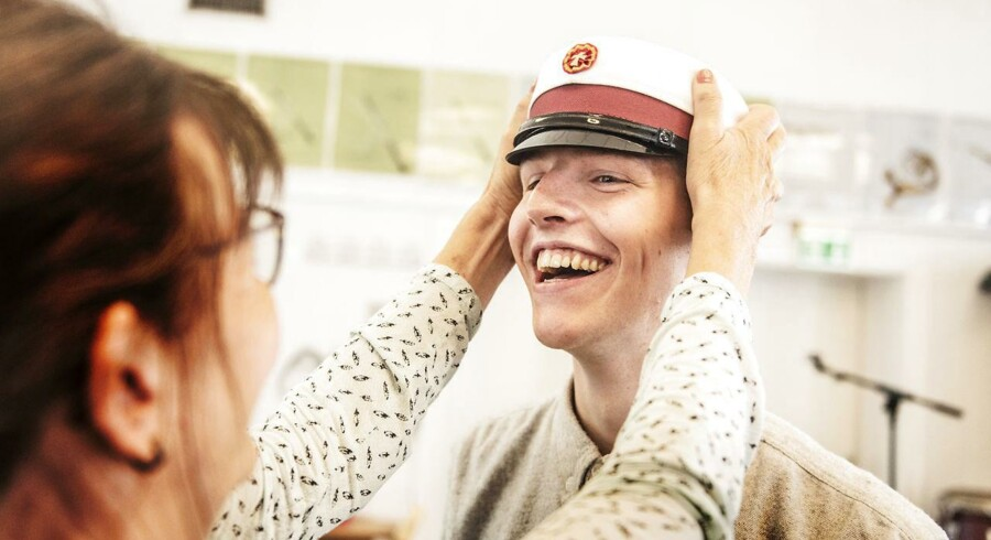 Johan Kjær Houvers underviser giver ham huen på