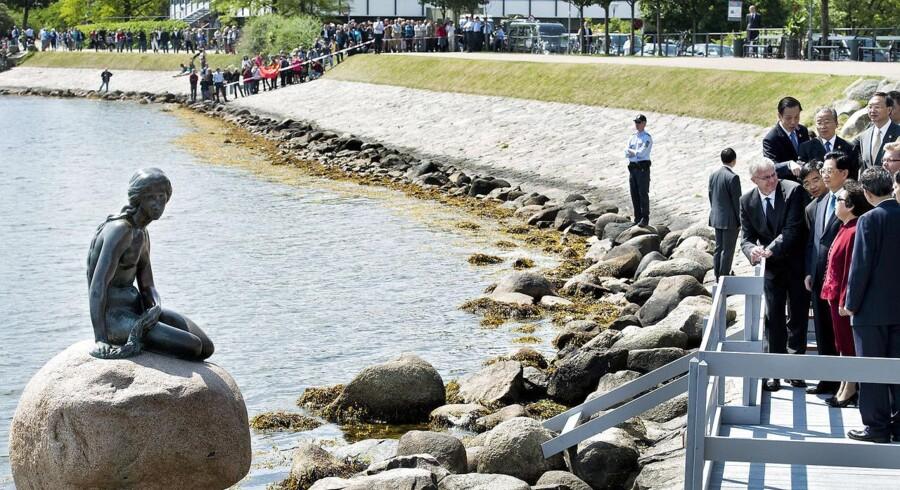 Den kinesiske præsident Hu Jintao og frue foran Den Lille Havfrue, da de var på statsbesøg i Danmark i juni i år.