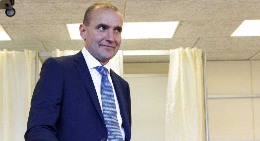 Den partiløse Jóhannesson, der har svoret at ville arbejde for at genrejse tilliden til det politiske system på vulkanøen, har siden redet på en bølge af utilfredshed med de etablerede politikere.