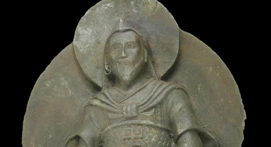 Figuren Jernmanden er formentlig fra 1100-tallet og bærer et tydeligt svastika på brystet.