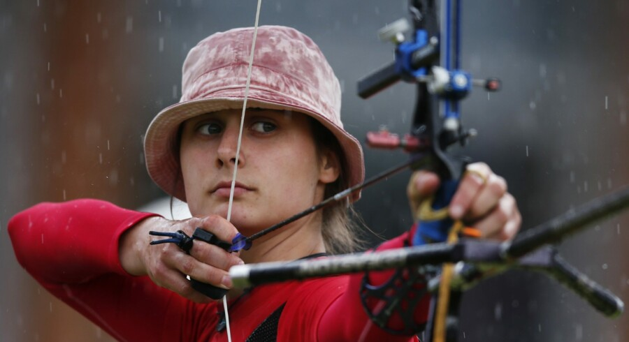 Landstræner Niels Dall håber, at den tidligere verdensmester Maja Jager kan være med til at sikre Danmark en OL-plads i bueskydning. Reuters/Suhaib Salem