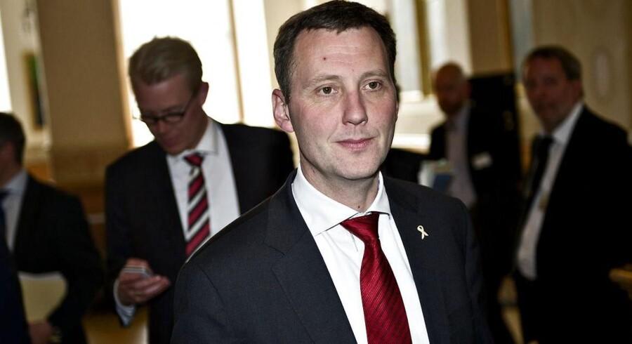 Forsvarsminister Nick Hækkerup (S) afviser at lægge konsulentrapport om besprarelser i forsvaret frem nu, fordi det vil ødelægge den politiske proces.