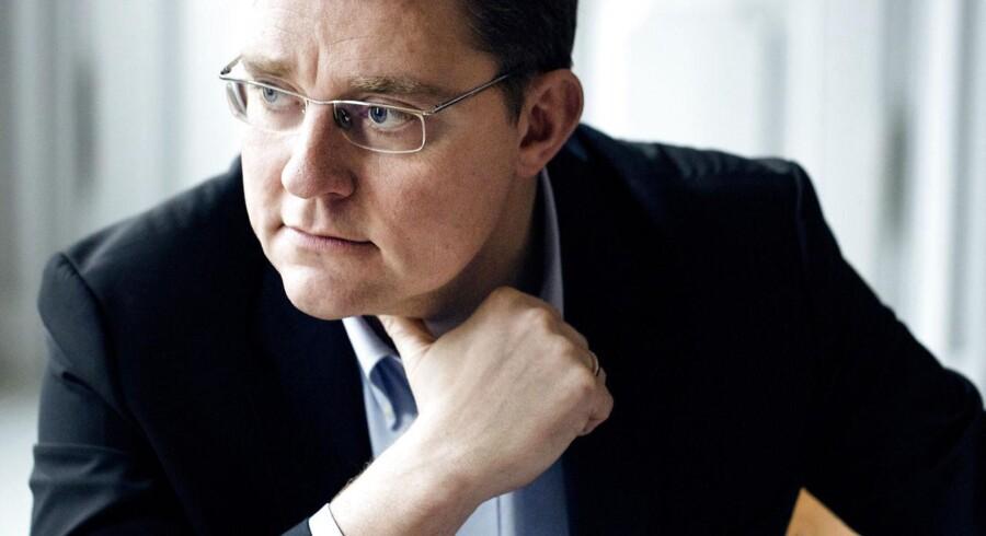 VKO lægger pres på klima- og energiminister Rasmus Helveg Petersen (R). Oppositionspartierne ønsker friske beregninger af udgifterne til den store energiaftale indgået i marts 2012.