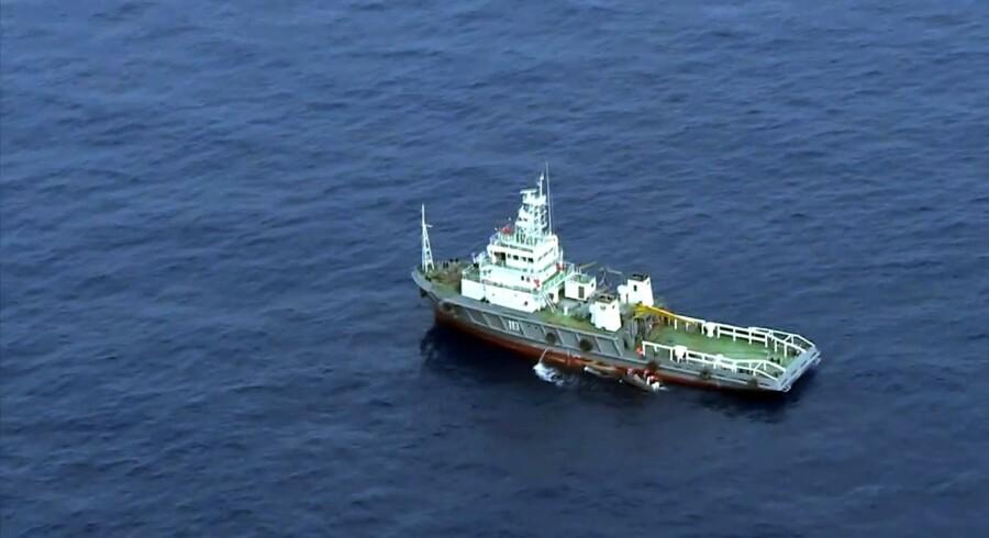Med skibe og fly søger man fortsat efter sorte bokse fra et nedstyrtet EgyptAir-fly 19. maj. Onsdag blev signaler fra en af boksene opsnappet. Scanpix/Ho