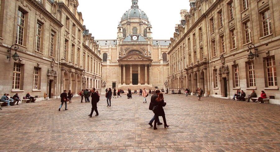 Udenlandske universiteter - som Sorbonne i Paris - kan godt vænne sig til at spejde langt efter danske sendelektorer.