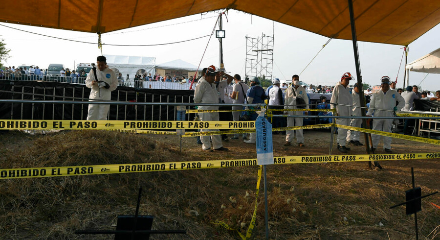 Mexicanske myndigheder og uafhængige eksperter har mandag taget hul på opgravningen af mere end hundrede lig, som myndighederne har begravet i den mexicanske stat Morelos uden tilladelse fra pårørende til de døde.