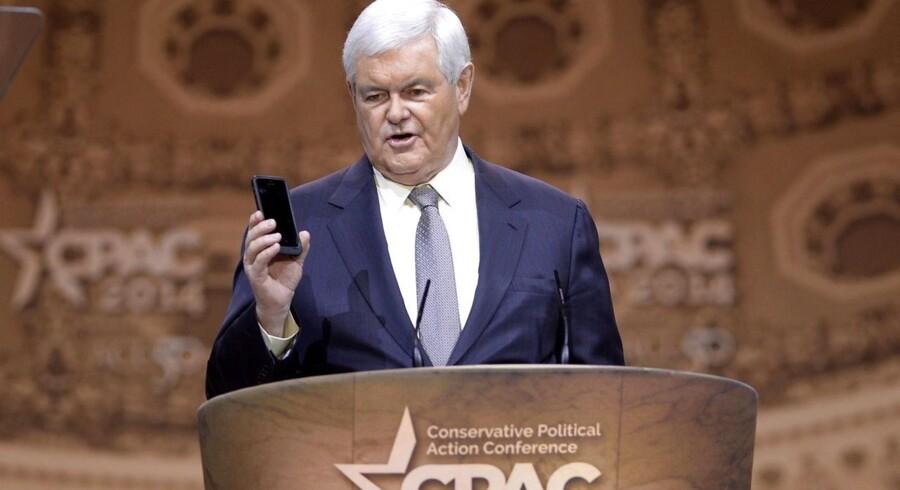 Den tidligere leder af Repræsentanternes Hus, republikaneren Newt Gingrich, kritiserer USA for at opgive kontrollen med organisationen.
