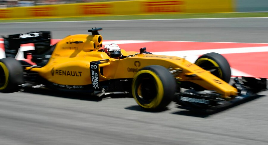Renault Sport F1 Team's Danish test driver Kevin Magnussen drives during the qualifying session at the Circuit de Catalunya on May 14, 2016 in Montmelo on the outskirts of Barcelona ahead of the Spanish Formula One Grand Prix. / AFP PHOTO / TOM GANDOLFINI