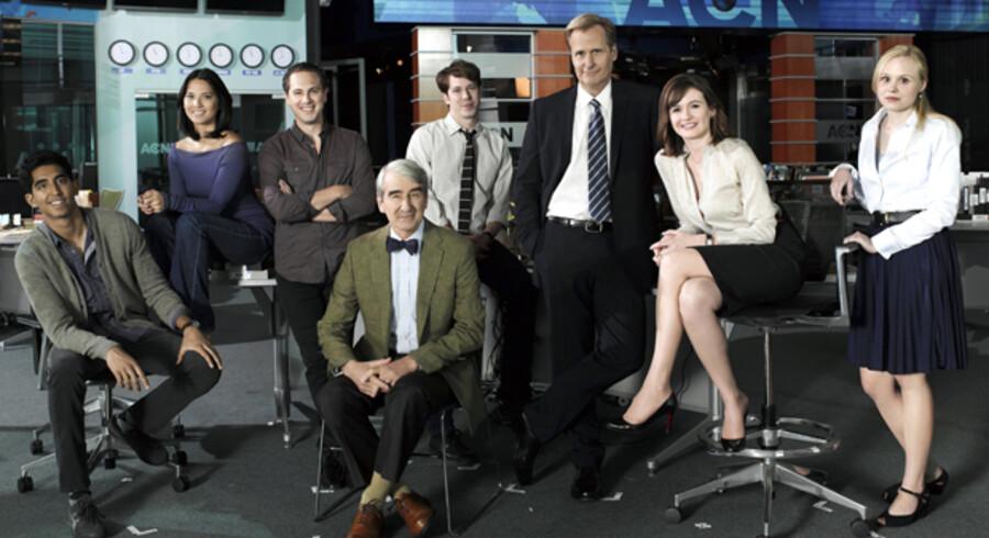 """Jeff Daniels og Emily Mortimer har hovedrollerne i serien """"The Newsroom"""", der søndag havde premiere i USA."""