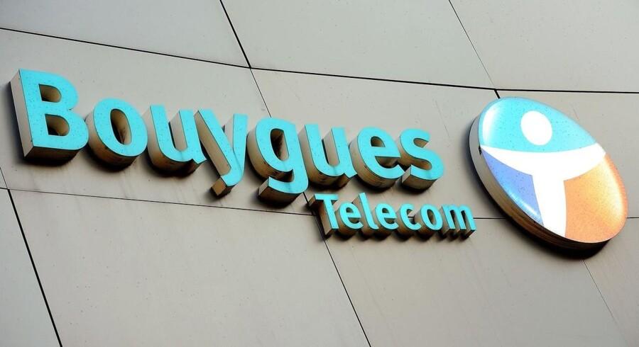 Det franske konglomerat Bouygues er i eksklusive forhandlinger om salg af mobiltelefon-netværk for en pris af op til 1,8 mia. euro, svarende til 13,4 mia. kr., til rivalen Iliad.