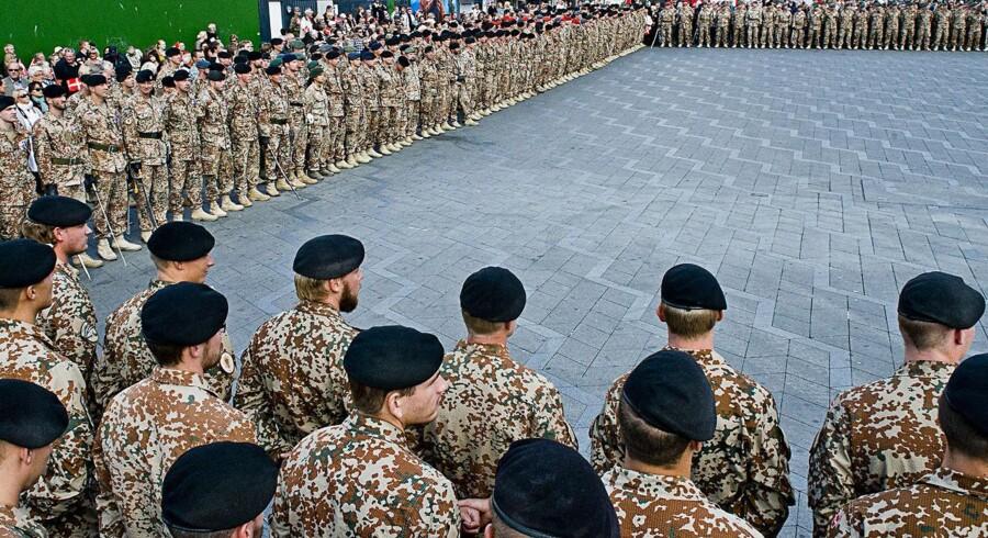 Afghanistan hold 13 marcherede onsdag fra Livgardens Kaserne i Gothersgade til Rådhuspladsen, hvor de blev modtaget med fyrværkeri og taler.