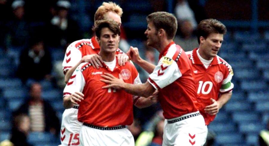 Brian Laudrup (tv.) under EM-slutrunden i England i 1996