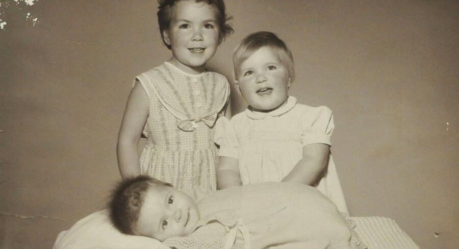 Thalidomid, der skulle fjerne morgenkvalme hos gravide, forårsagede i 50erne, at børn blev født blinde, døve, uden arme og ben og med hjerneskader. I 1961 blev medicinen trukket tilbage. Her er det et engelsk barn født uden arme og ben.