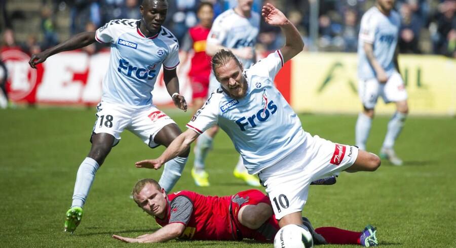Lasse Petry, FC Nordsjælland, og SønderjyskEs Nicolai Madsen (10) i duel.