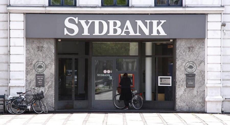 Sydbank skærer efter overtagelsen af sjællandske DiBa Bank forretningen til og sælger to datterselskaber med boligbutikker og ejendomsadministration.