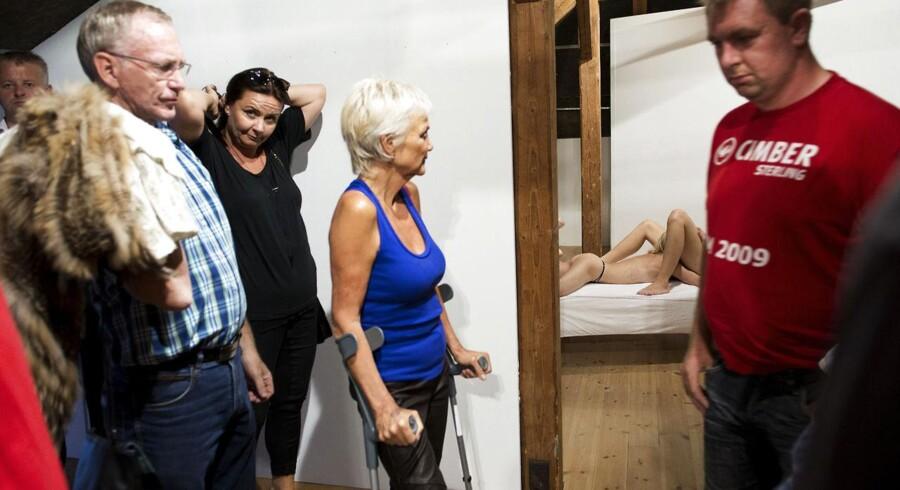 Der kom mange besøgende i Galleri Kunstcentrum i Silkeborg torsdag aften, da teaterinstruktør Mikael Iversen og galleriet viste live-sex som kunstinstallation.