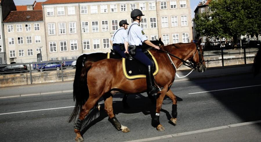 Siden 1998 har de ridende betjente været en fast del af det københavnske gadebillede, men nu er det snart slut. 1. december lukker Københavns Politi rytterisektionen for at spare. Arkivfoto: Jacob Nielsen