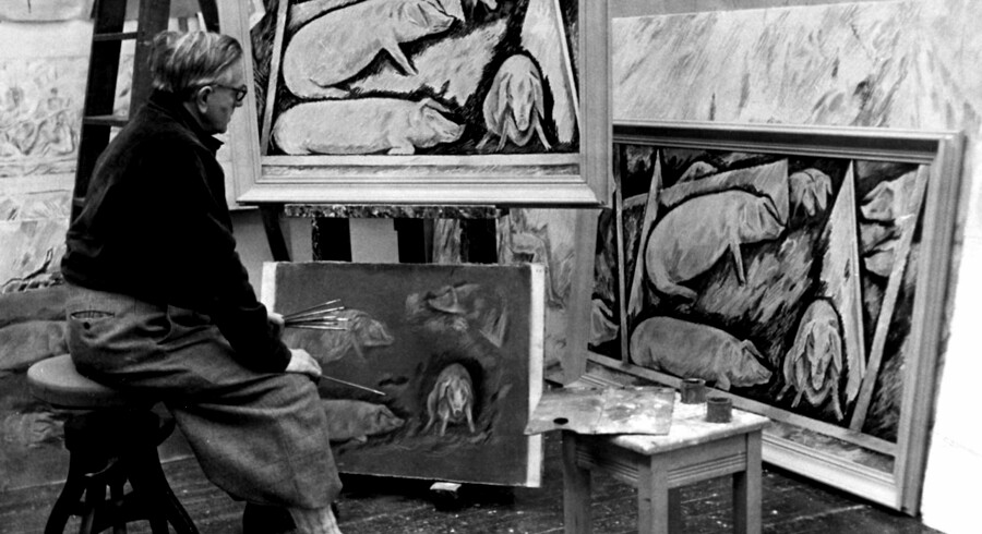 1950. Maleren William Scharff i gang med et af sine malerier af grise. William Scharff, 1886-1959, var en af Danmarks første modernister og voksede op i et bondemiljø i Tisvilde.