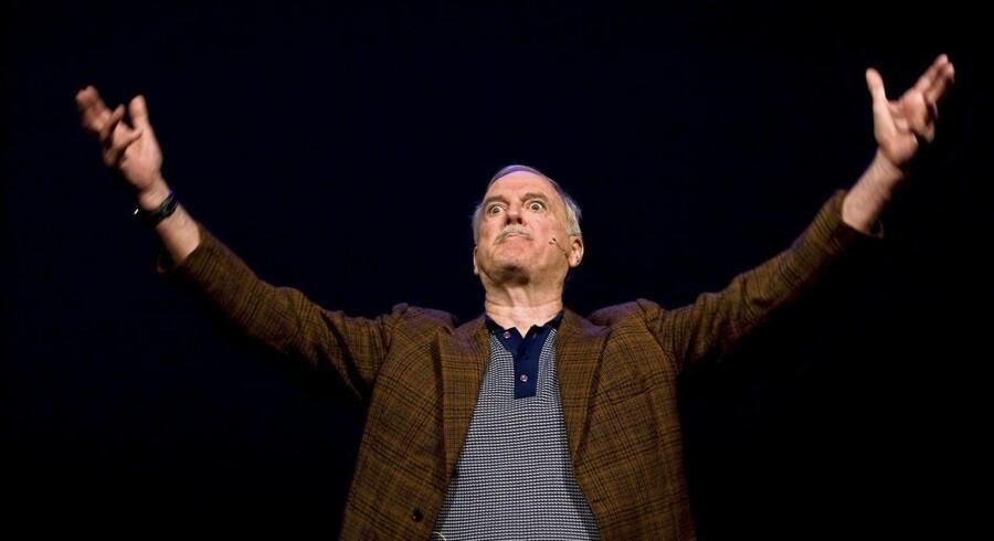 Arkivfoto: John Cleese har boet i USA i op mod 20 år, fordi skatten her er mere lempelig end i Storbritannien. Om hjemlandet har han sagt: »jeg skal tjene seks millioner pund, før jeg kan beholde en penny. Hvor skulle jeg tage hen og bo? Liechtenstein?«