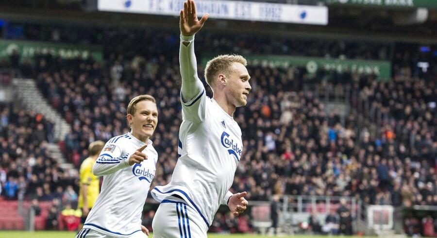 Ludwig Augustinsson og Nicolai Jørgensen fejrer scoringen til 1-0.