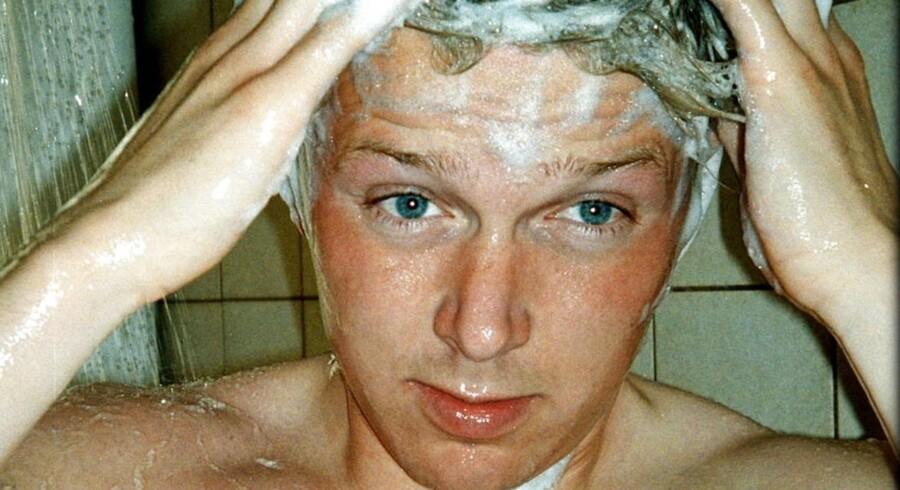 Danskerne vasker hår for tit. Modelfoto