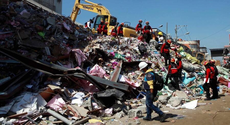 Ecuador blev lørdag ramt af et kraftigt jordskælv.