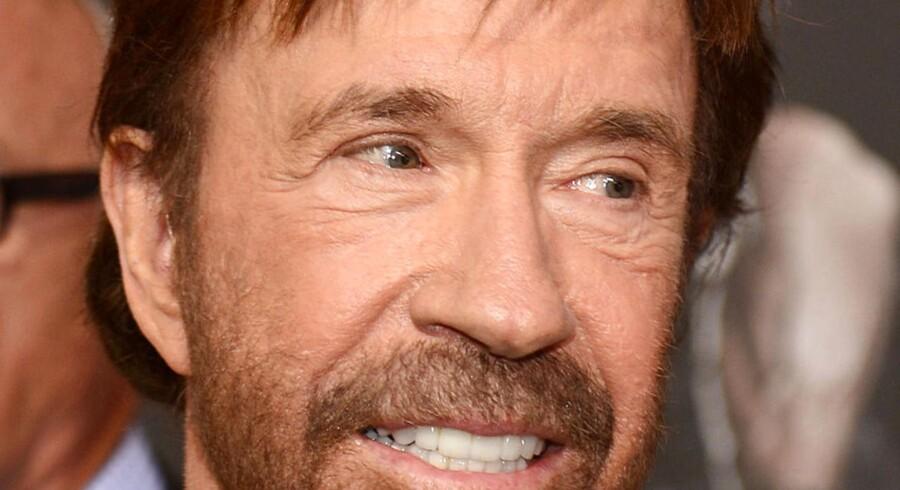 """Chuck Norris' tårer kan angiveligt helbrede kræft, men her nøjes han med at deltage i den amerikanske premiere på """"The Expendables 2"""". Foto: Robyn Beck"""